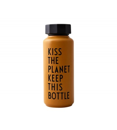 BOTELLA DE ACERO TÉRMICA KISS THE PLANET MOSTAZA 500ml de DESIGN LETTERS